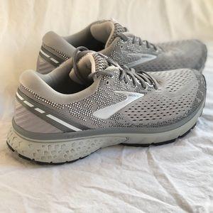 Brooks Ghost 11 Women's Sneakers Size 9